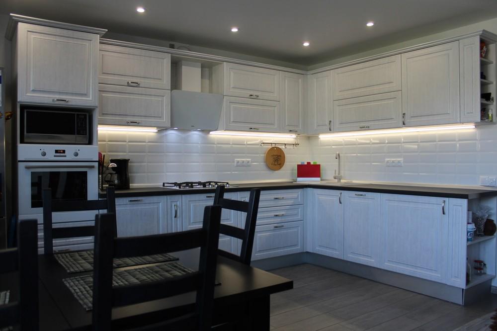 Белый кухонный гарнитур-Кухня МДФ в ПВХ «Модель 231»-фото1